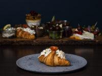 Croissant med hønsesalat
